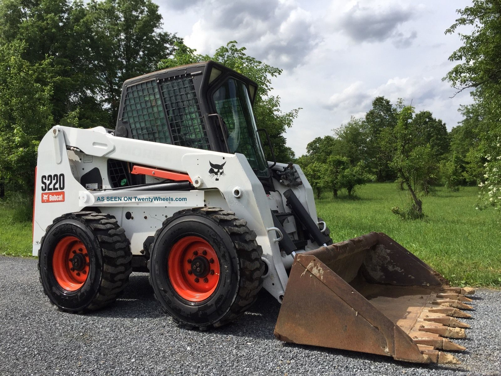 Bobcat S220 Skid Steer Loader Enclosed Cab W/ Heat Cheap Skid Steer Loaders photo