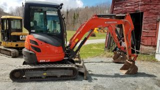 2014 Kubota U25 Zero Tail Swing Mini Excavator photo
