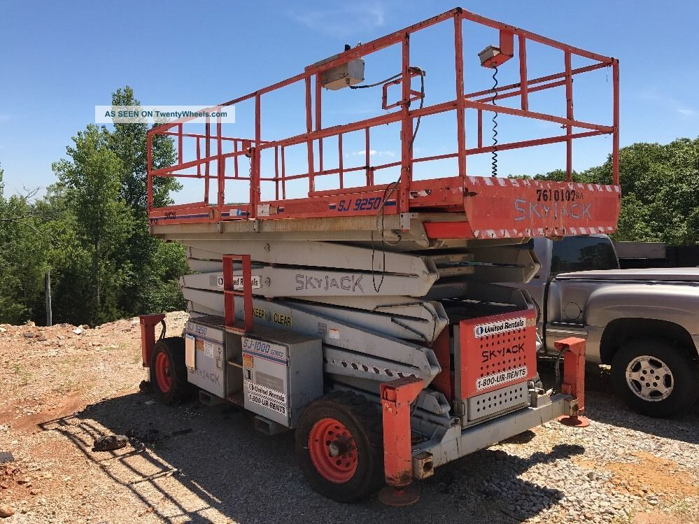 2000 Skyjacker Scissor Lift Good Machine Scissor & Boom Lifts photo