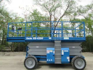 2006 Genie 4390rt 4wd Rough Terrain Scissor Lift Manlift Boom Aerial Lift photo
