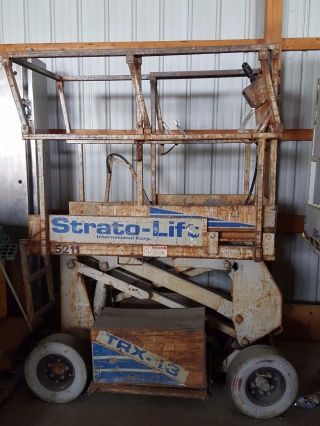Strato Scissor Lift photo
