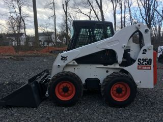 2004 Bobcat S250 Skid Steer photo