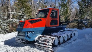 Snow Cat / Snow Groomer photo