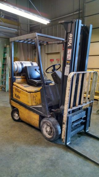Yale 3000 Pound Capacity Forklift photo