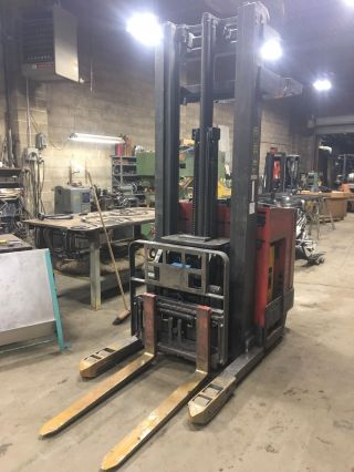 Raymond Model Easi Dr25tt Electric Forklift photo