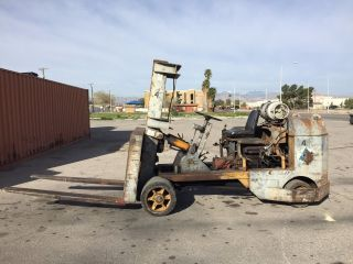 Towmotor Forklift 18,  000 Pound Capacity photo