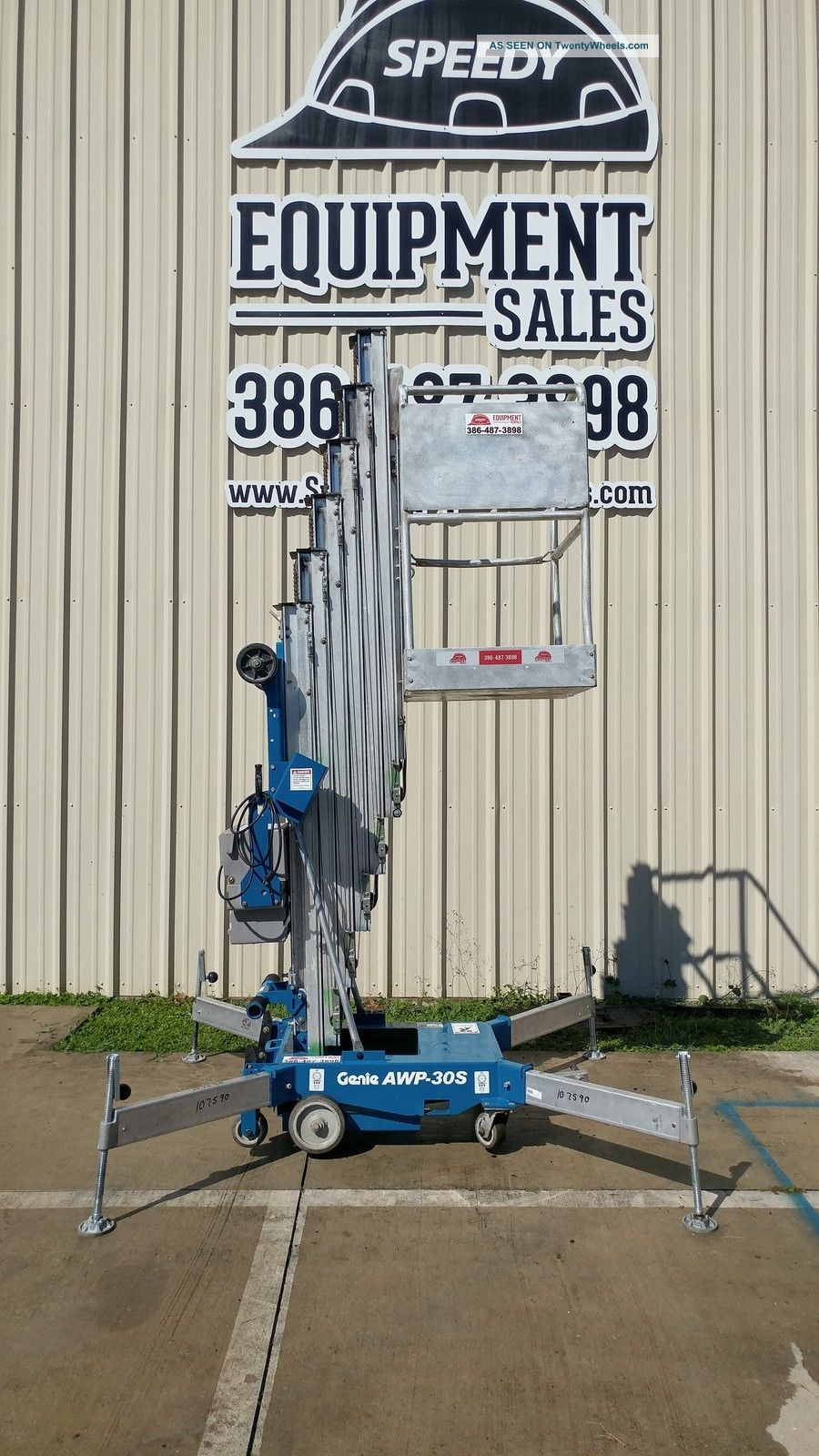 Genie 30 ' Ft Vertical Man Lift Other Lifting Forklifts photo