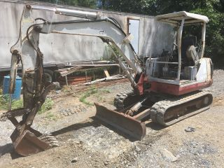 Takeuchi Tb135 Mini Excavator Backhoe W/dozer Blade And Hydraulic Thumb photo