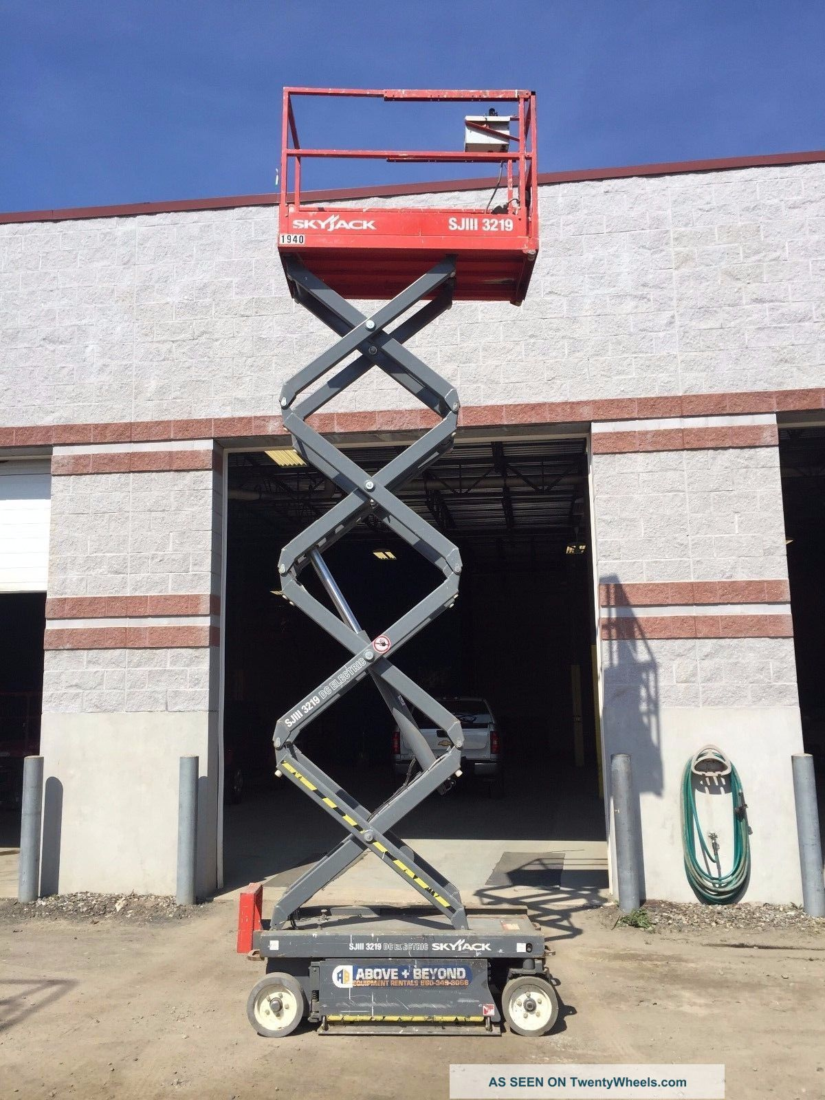 Skyjack 3219 Electric 19 ' Scissor Lift Scissor & Boom Lifts photo