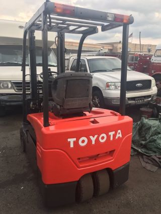 Forklift Truck,  Toyota Electric Three Wheel Forklift Truck photo