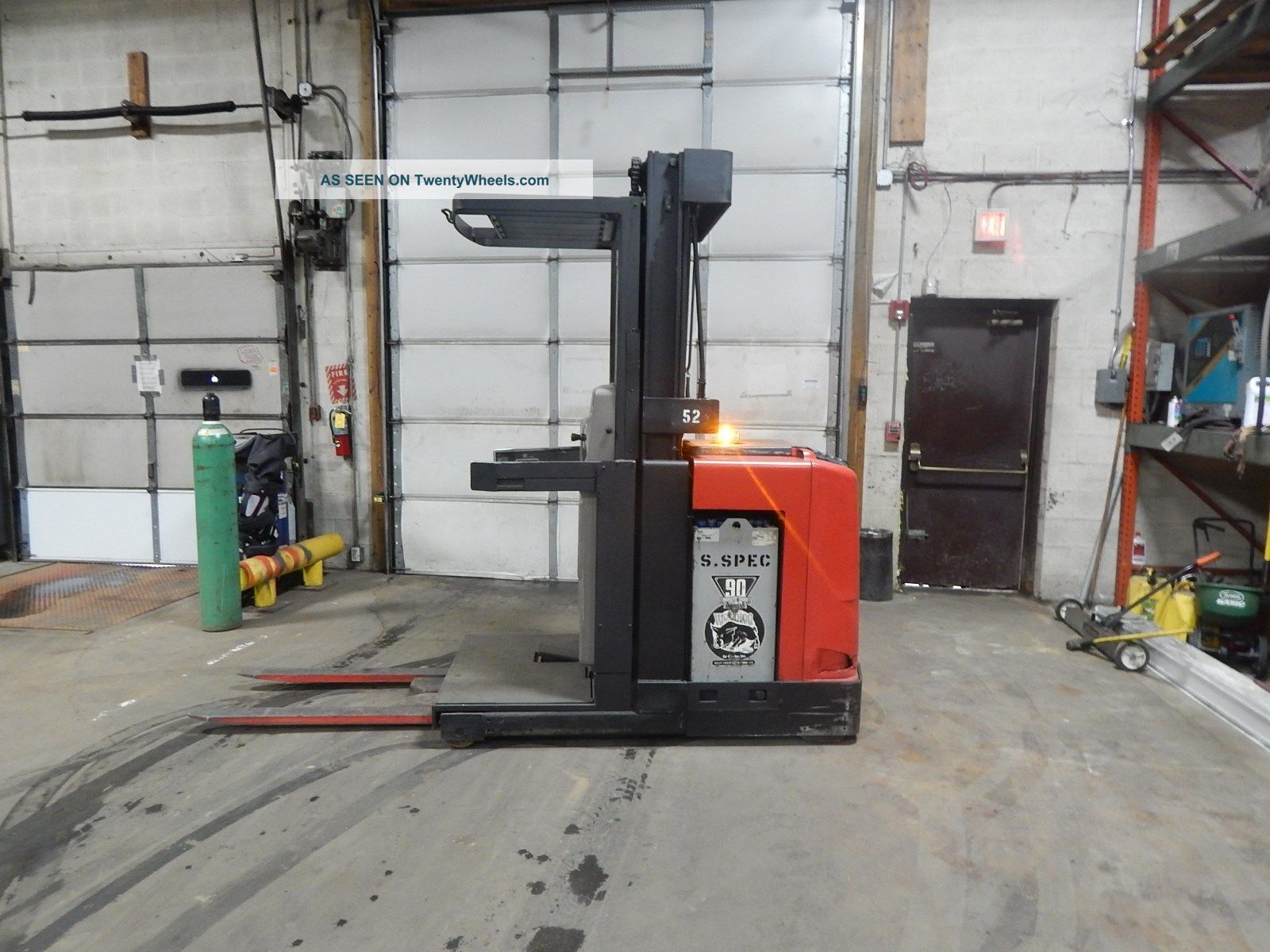 1995 Raymond Order Picker Forklift - Battery Included - Forklifts photo