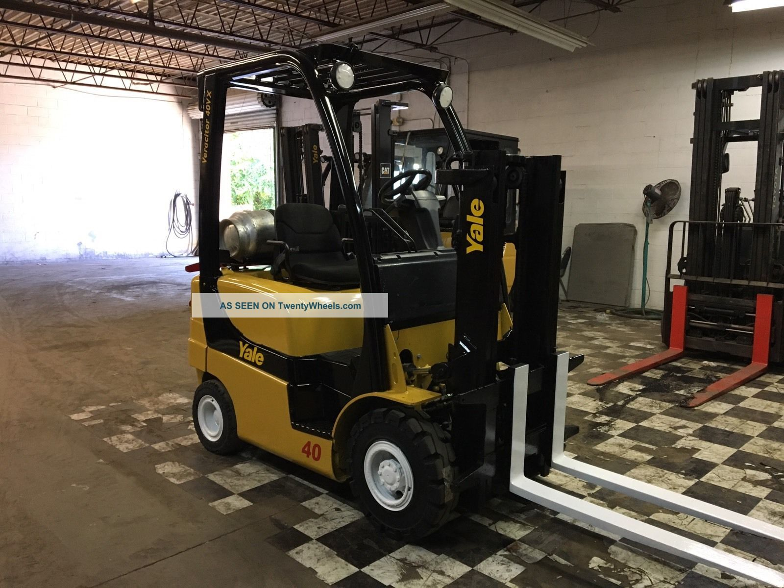 2007 Yale 4000 Pound Pneumatic Forklift Forklifts photo