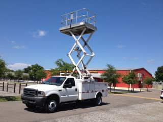 23 ' Working Height Platform Lift W/electric Pump Will Fit In Utility Bed Truck photo