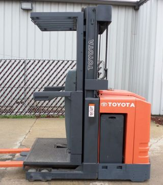 Toyota Model 6bpu15 (2005) 3000 Lbs Capacity Order Picker Electric Forklift photo