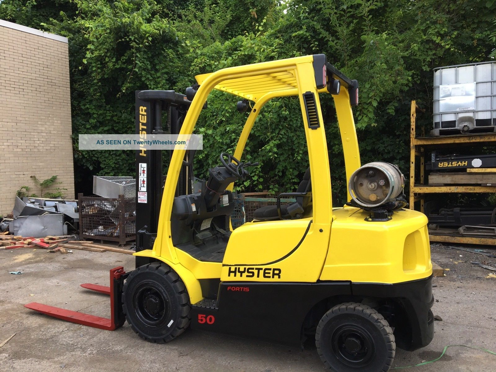 2011 Hyster 5000 Lb Pneumatic Forklift With Sideshift Triple Mast Rental Specs Forklifts photo