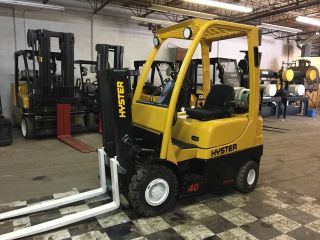 2008 Hyster Pneumatic Forklift 4000 Pound Capacity photo